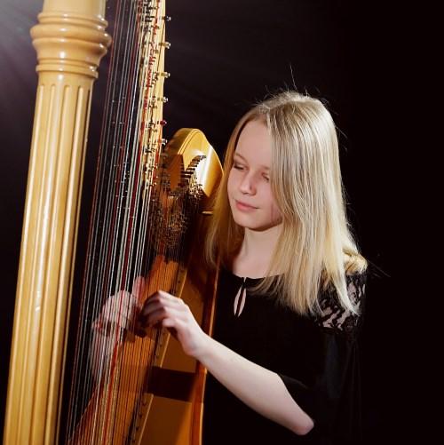 Samira Nowarra, Harfe