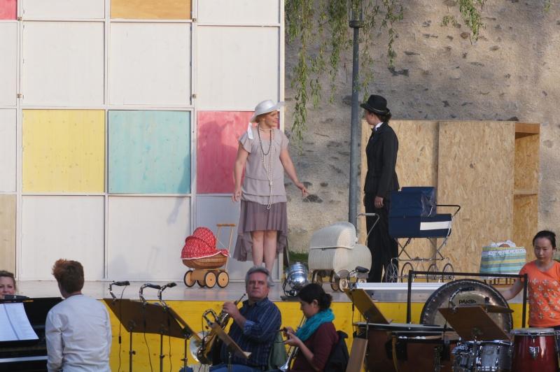 Festival 2014 - Generalprobe auf der Freilichtbühne unter Trauerweiden an der Stadtmauer Isny (Foto: Kluge)