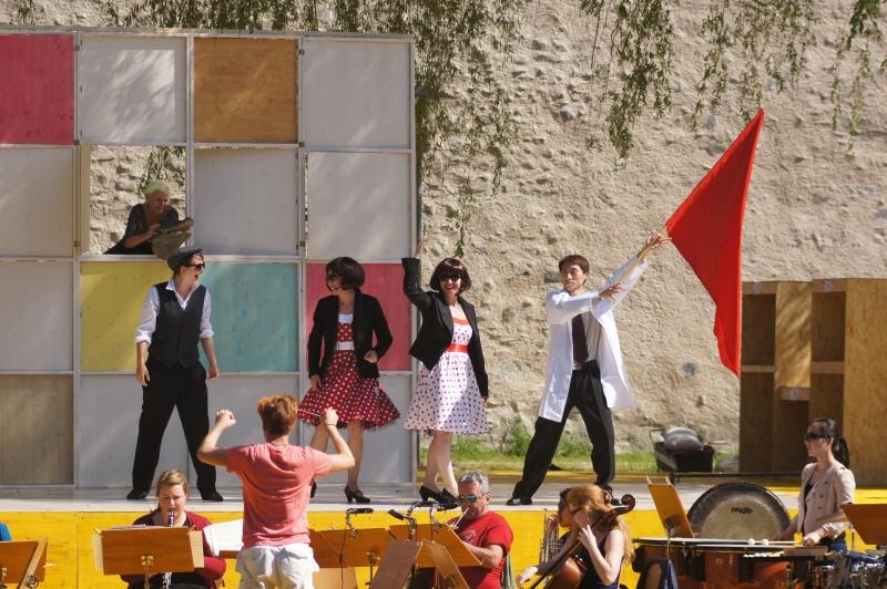 Festival 2014 - Proben auf der Freilichtbühne unter Trauerweiden an der Stadtmauer Isny (Foto: Kluge)