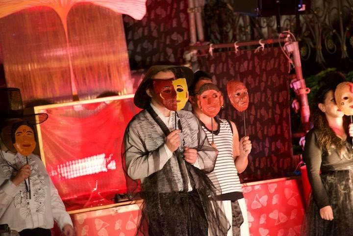 Festival 2016 - »Ein Maskenball« 3. Akt, Freilichtbühne am Rathaus Isny (Foto: Mackinnon)