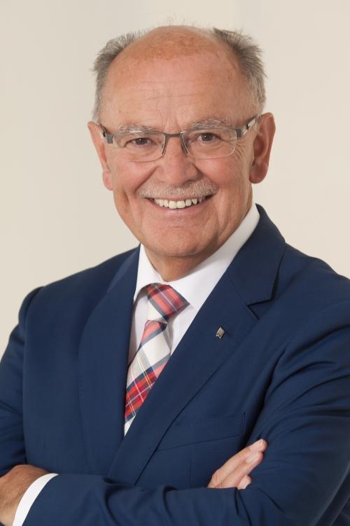 Bezirkstagspräsident Josef Mederer